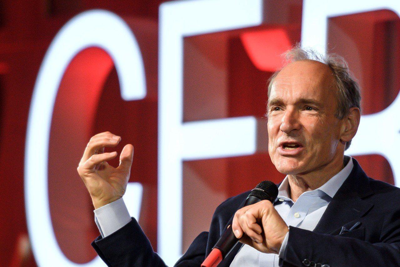 伯納李(Tim Berners-Lee)在網路30歲生日活動上發表演說。 歐新社