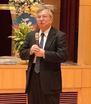 李俊璋教授希望民眾在食安問題發生時不要緊張,並致力改變生活習慣,減少碰到毒物的機...