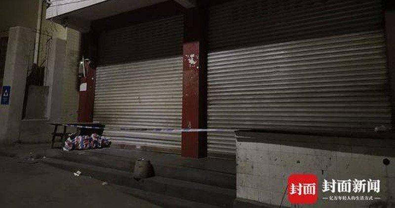 警方封鎖案發小吃店。(封面新聞)