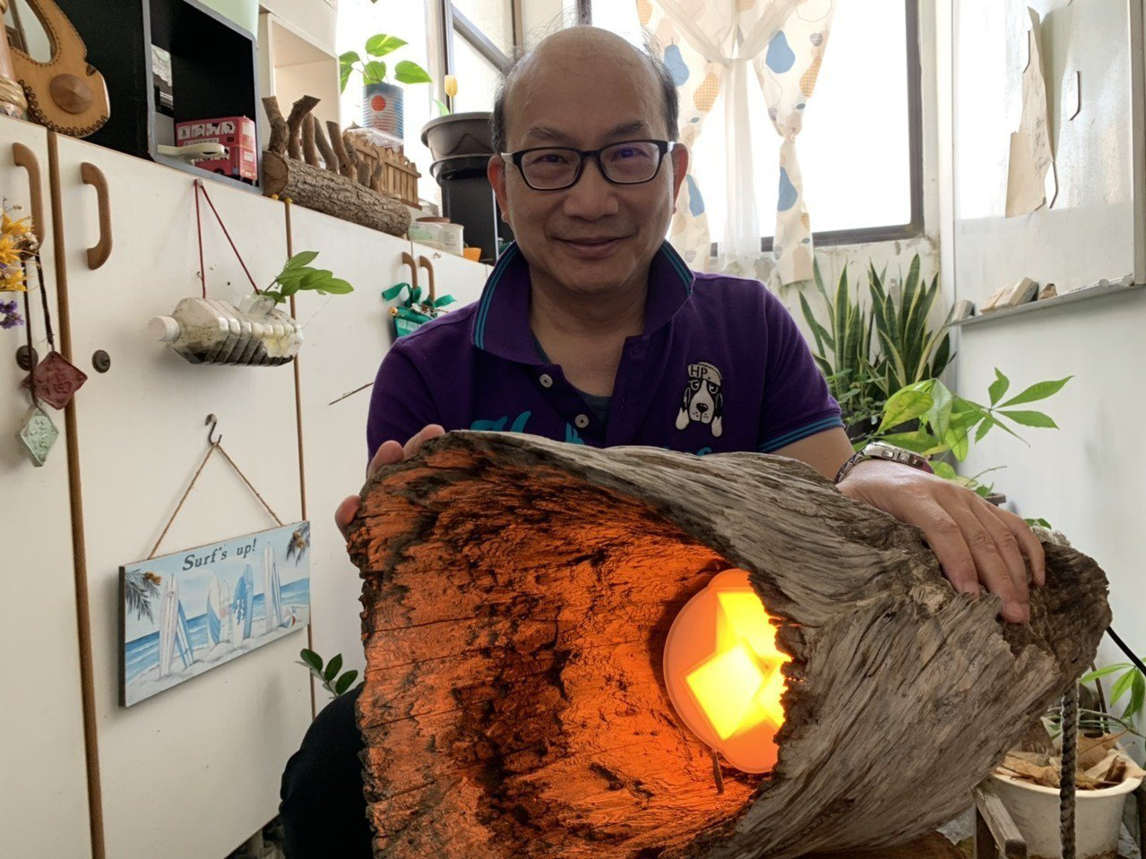 清華大學材料系教授周卓煇領軍的OLED照明研究團隊,成功研發無藍害類燭光OLED...