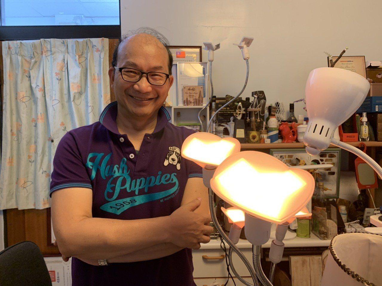 周卓煇指出,類燭光OLED燈光柔和,不會吸引趨光性的昆蟲,進而免於傷害昆蟲,能兼...