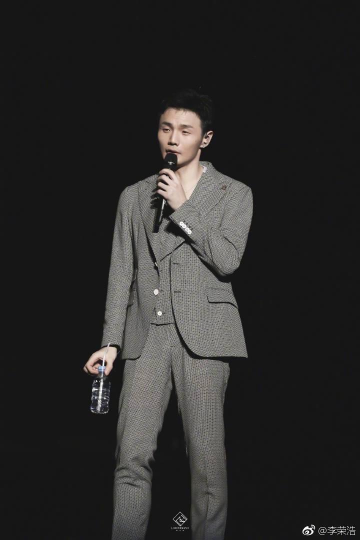 李榮浩展開「年少有為」世界巡演。圖/摘自微博