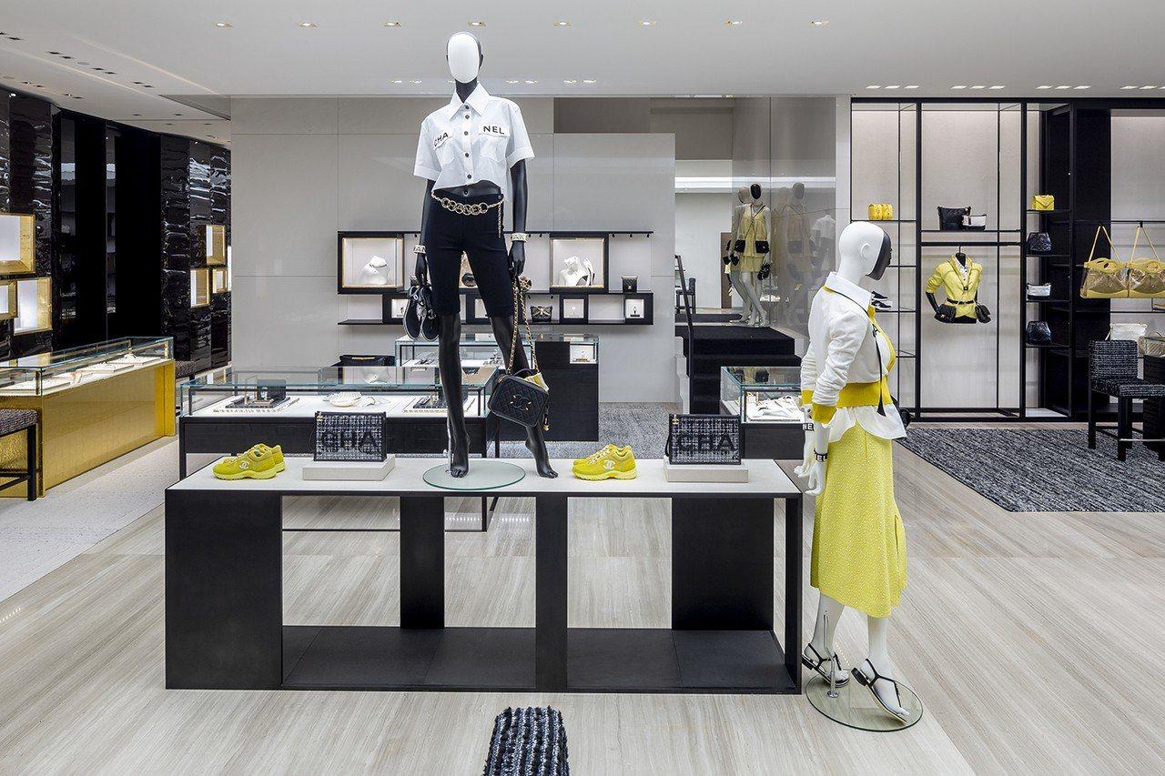 內部3個低樓層販售香奈兒高級時裝、包款、鞋履、服飾珠寶與眼鏡配件產品,同時也設立...