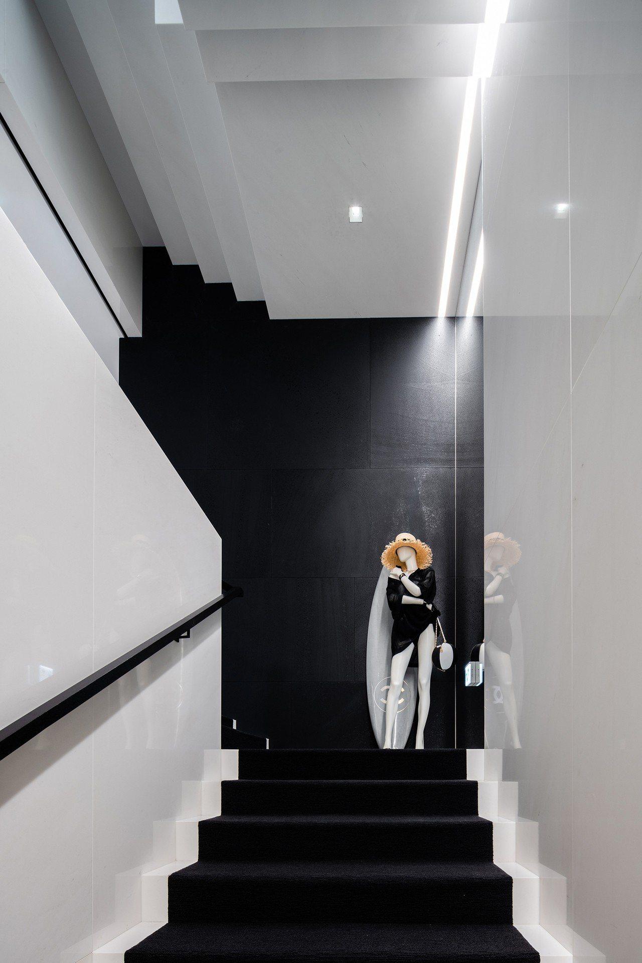 香奈兒首爾首家旗艦店由與品牌長期合作的紐約建築師Peter Marino操刀設計...