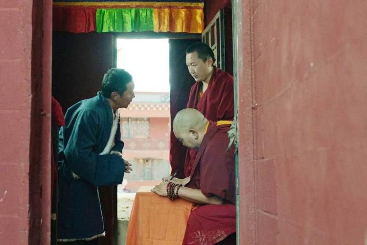西藏導演松太加的感人新片「阿拉姜色」,即將於春假在台上映。曾經二度訪台的他,今天(3/31)透過電話專訪表示,他期望以「阿拉姜色」跟台灣觀眾「結緣」,希望大家會喜歡他的電影。剛結束在青海藏區拍攝新片...