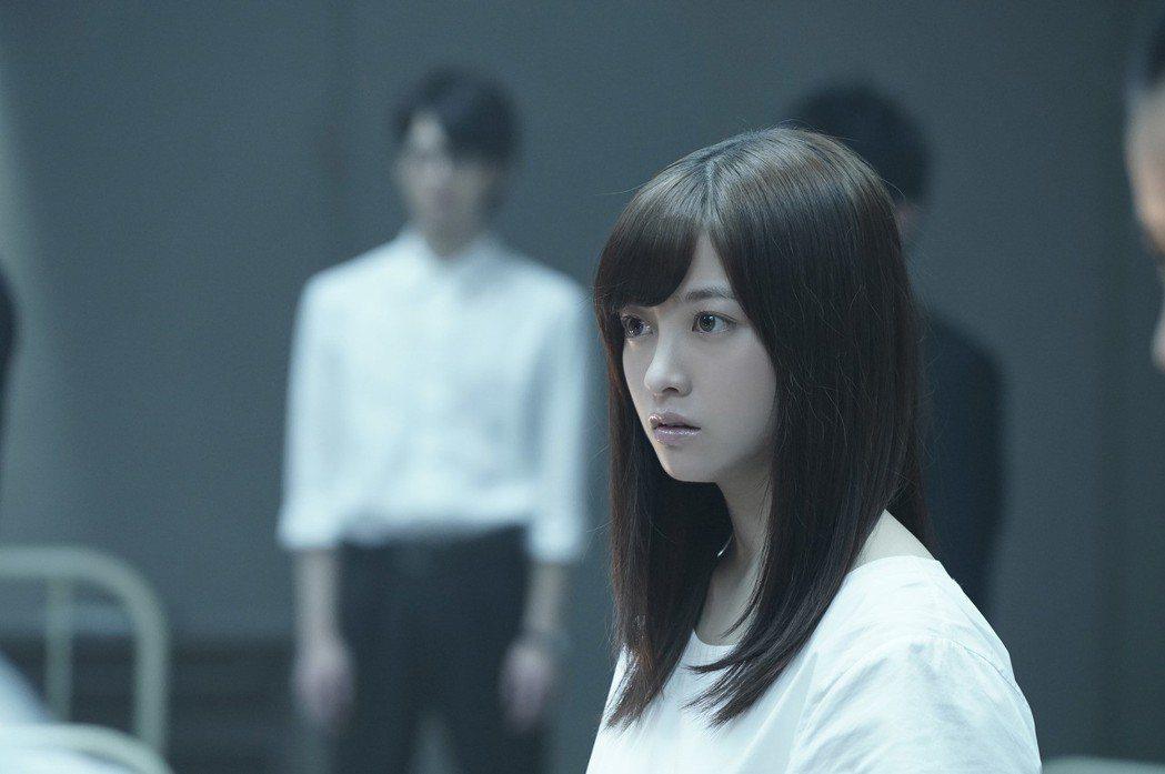 橋本環奈有「千年一遇美少女」的名號,在新片「十二個想死的少年」也有亮眼表現。圖/