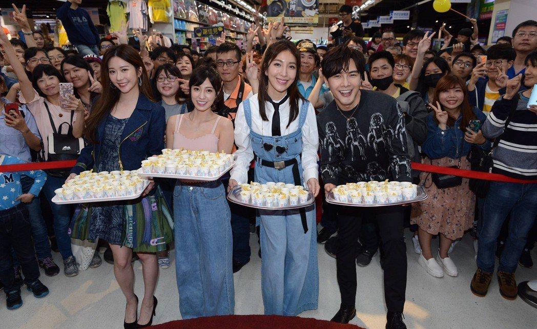 謝佳見(右起)、楊謹華、陳敬宣、張景嵐出席「我是顧家男」見面會。圖/八大提供