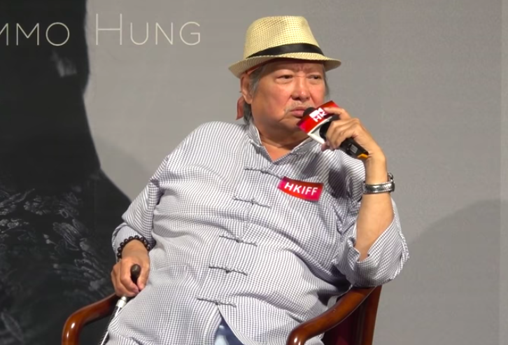 洪金寶出席香港文化中心舉行的「香港名家講座」。圖/摘自YouTube