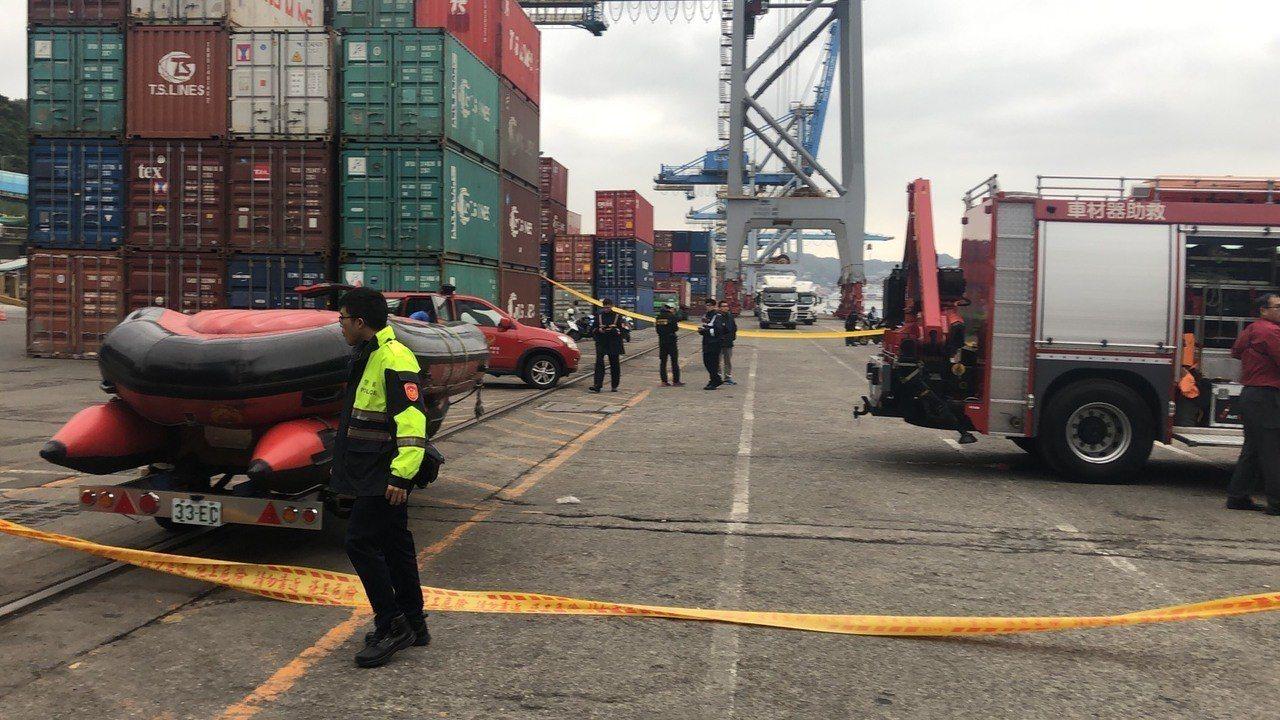 基隆港下午傳出人車落海意外,司機喪命。記者吳淑君/翻攝