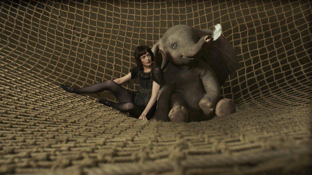 伊娃葛林在「小飛象」中與「呆寶」有不少互動。圖/迪士尼提供
