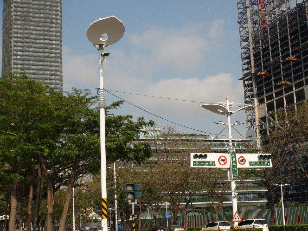 高雄市最快在2020年底可進入全LED路燈時代。記者謝梅芬/攝影