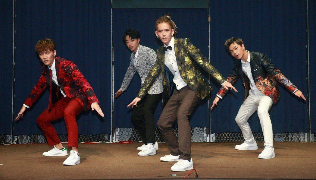男團「泰坦」舉辦「Got Ya Back尬到底」新歌演唱會。記者黃義書/攝影