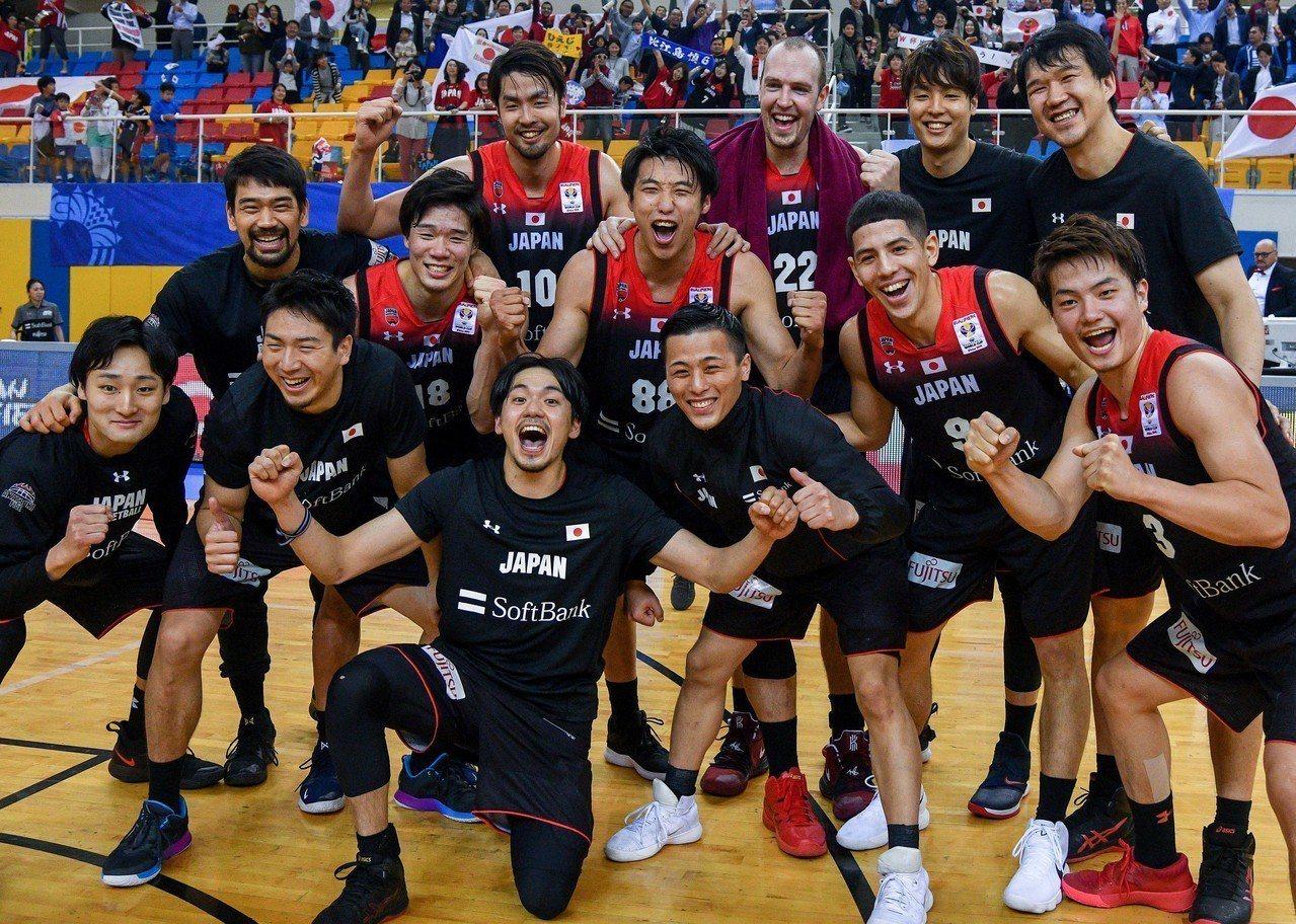 日本國家男子籃球隊繼1976年蒙特婁奧運後,睽違44年將再度挑戰奧運戰場。 新華...