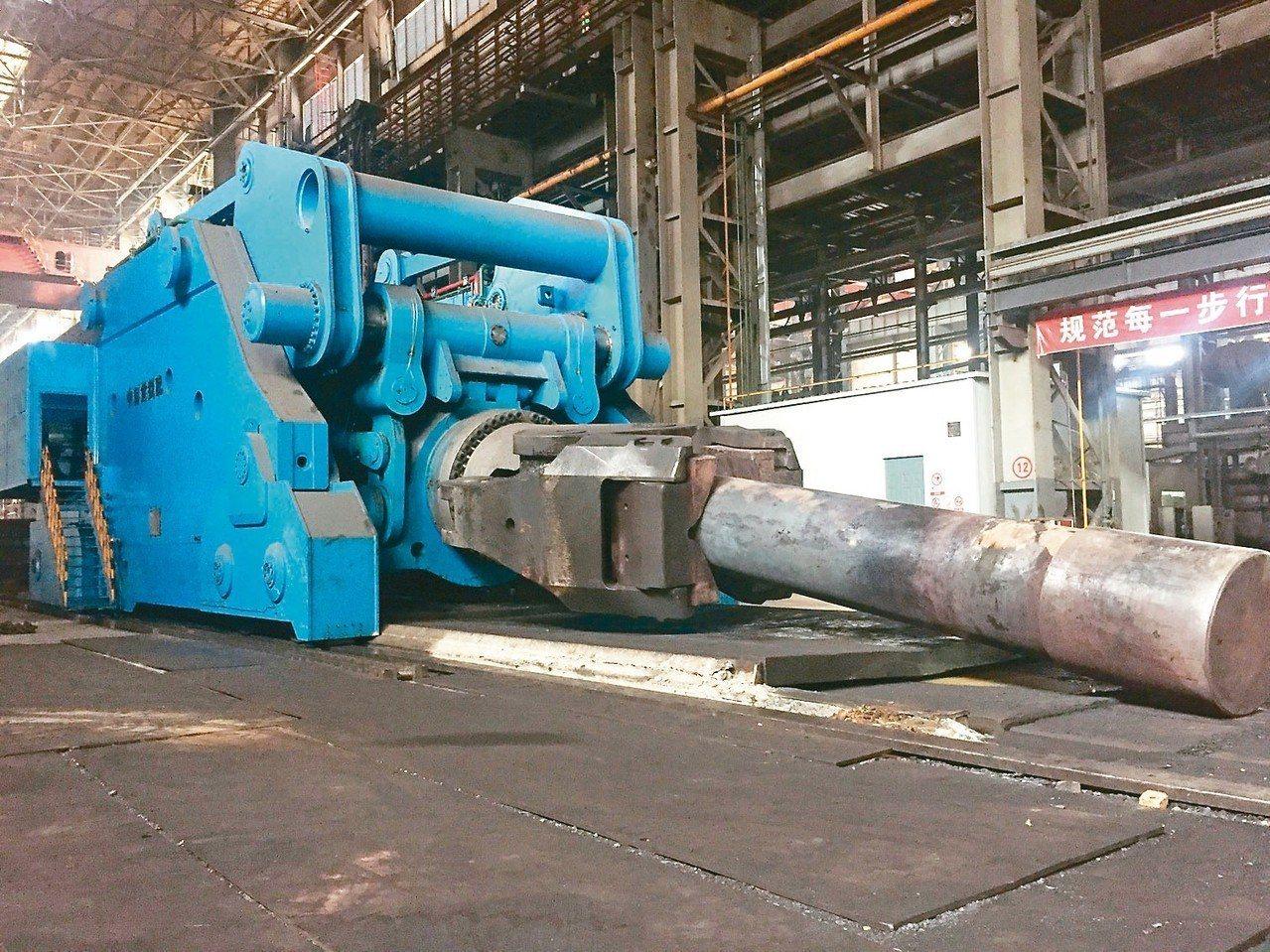 專為大型鍛件而製造的大型鍛造操作機,已投入生產。 圖/本報四川德陽傳真