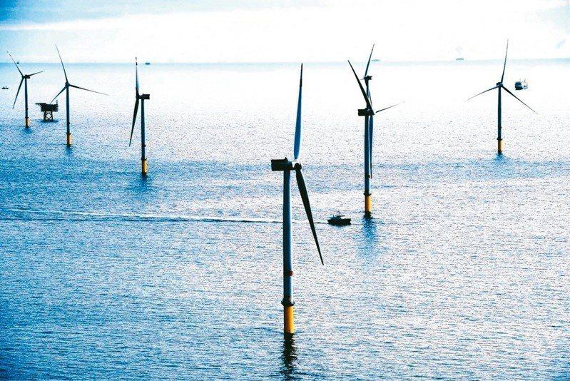 開發離岸風電,讓台灣海峽大片面積的海水層和海床被翻腸剖腹的探勘,是對國防安全的一大隱憂。  圖/聯合報系資料照片