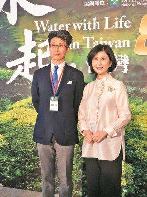 台達電子文教基金會出資拍製紀錄片《水起.台灣》昨天全球首映,左起為參與拍攝的日本...