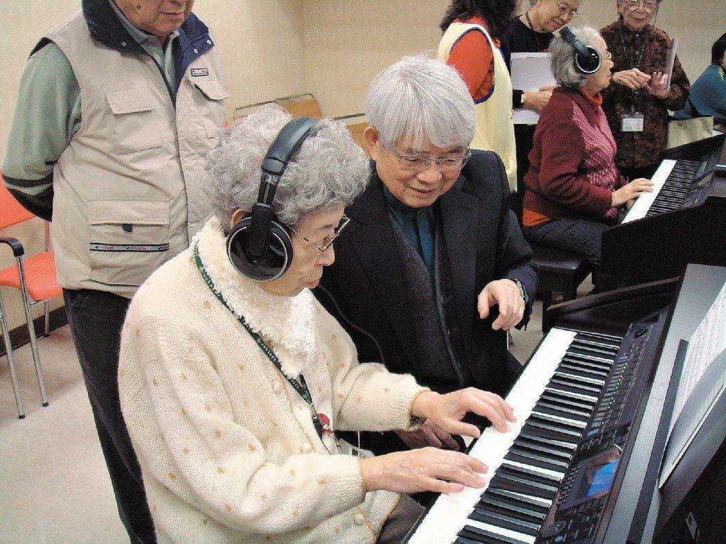 長庚養生村開辦銀髮族數位鋼琴課。圖/報系資料照