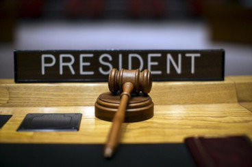 通往守舊之路——為何開放法律見解請求評鑑法官行不通?