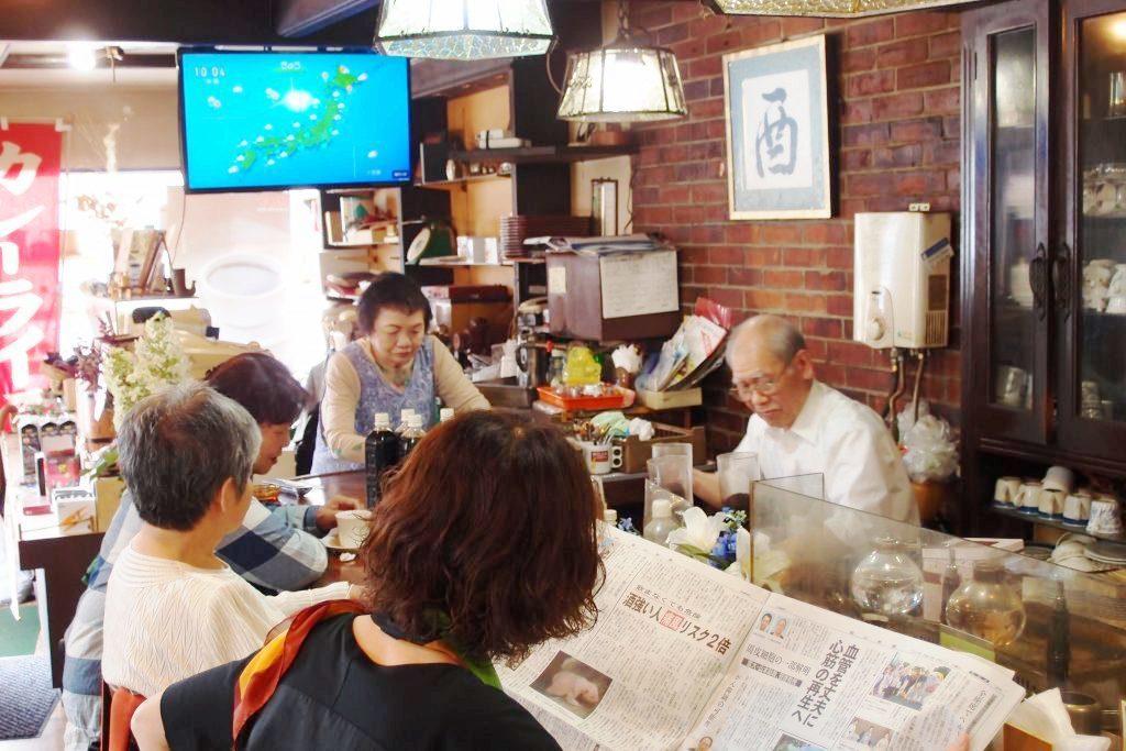 Cafe Mercado位於日本富山市車站附近。一早,店內陸續進來許多老客人,點...