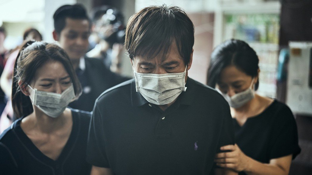 謝瓊煖(右起)、檢場、陳妤飾演加害者家屬。圖/公視提供