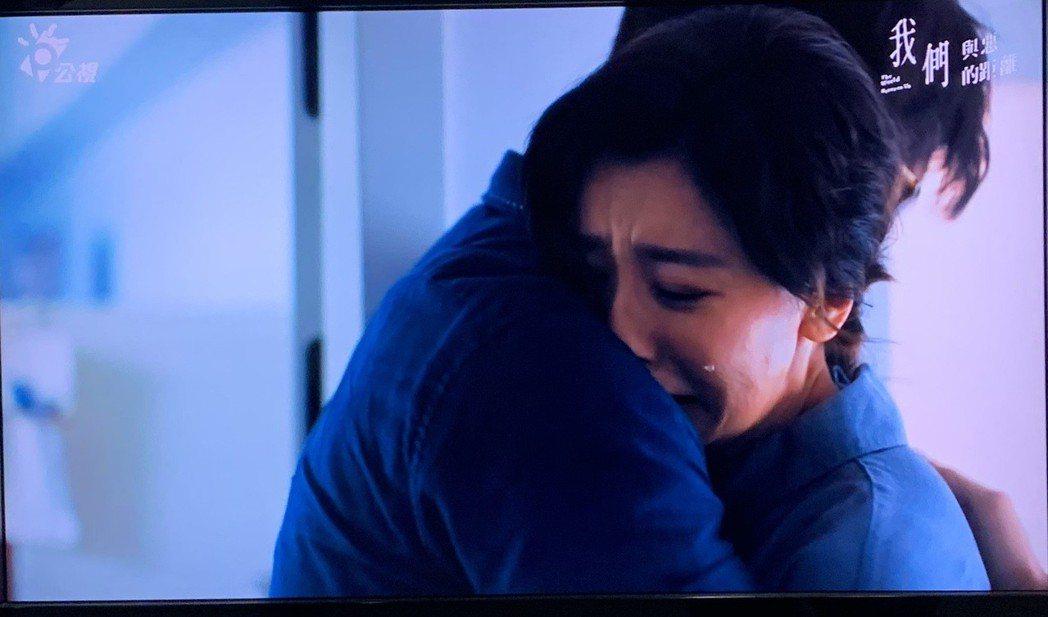 賈靜雯、溫昇豪飾演受害者家屬。圖/公視提供