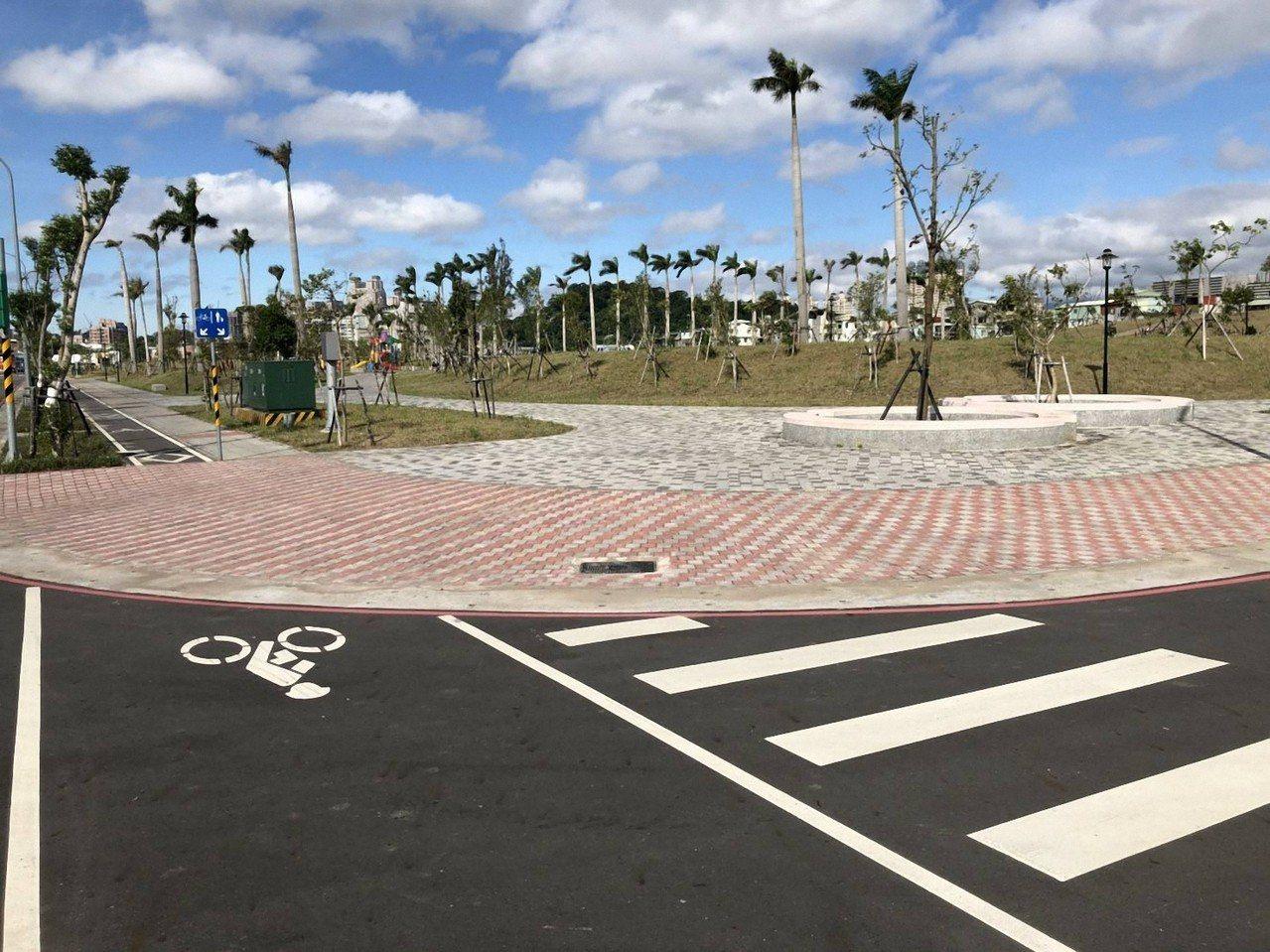 新店央北重劃區內十四張歷史公園將設置共融性遊戲場,打造特色公園並融入防災公園功能...