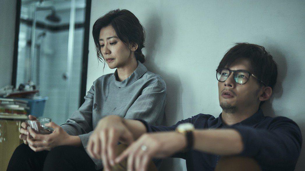賈靜雯與溫昇豪飾演一對因喪子失和的夫妻。圖/公視提供