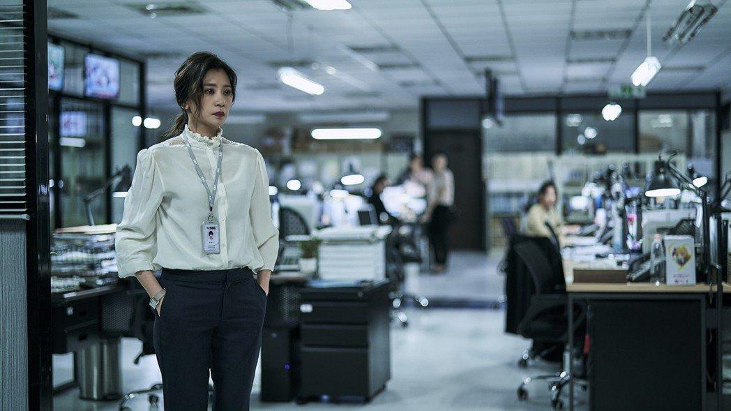 賈靜雯在「我們與惡的距離」中飾演媒體人。圖/公視提供