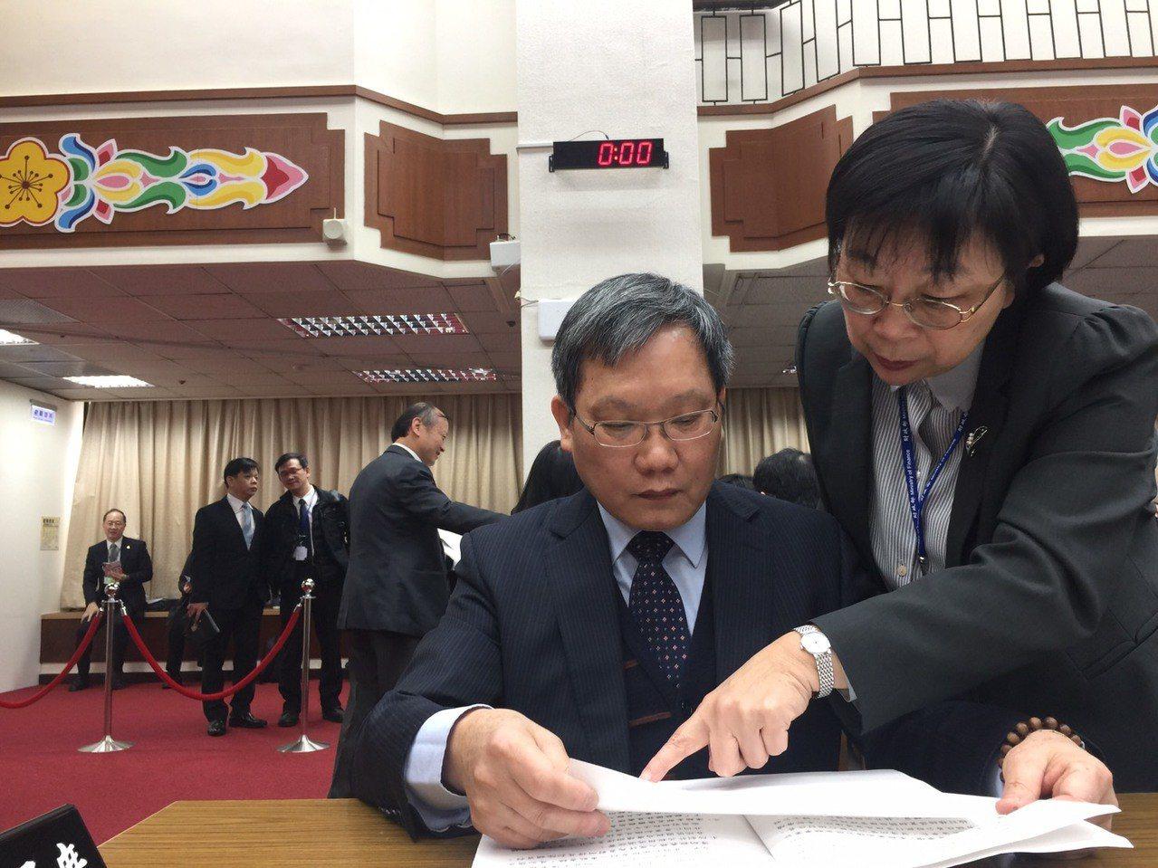 所得稅優化方案上路,財政部長蘇建榮表示,今年報稅中低所得和薪資所得者會非常有感。...