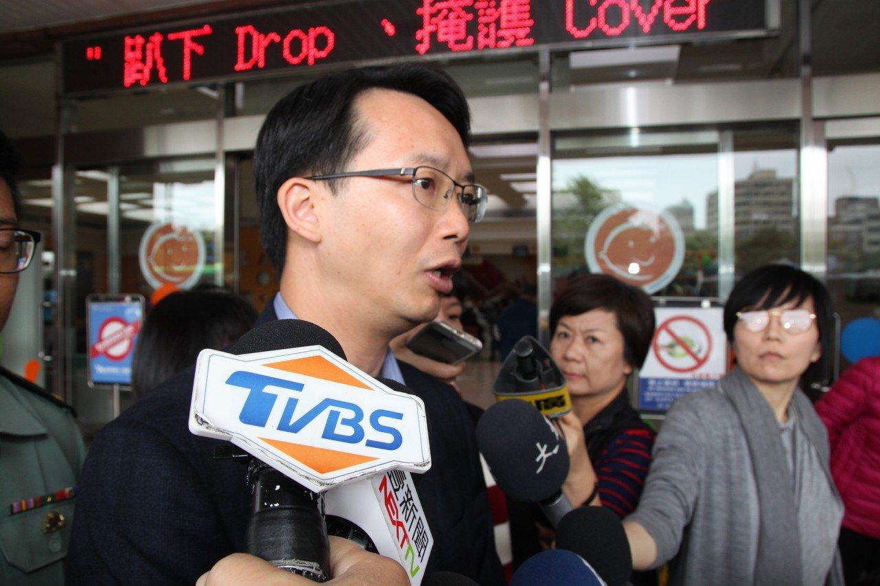 台中市清水高中校長黃偉立說,韋家老大和老三兩名男生已清醒脫險。記者黃寅/攝影