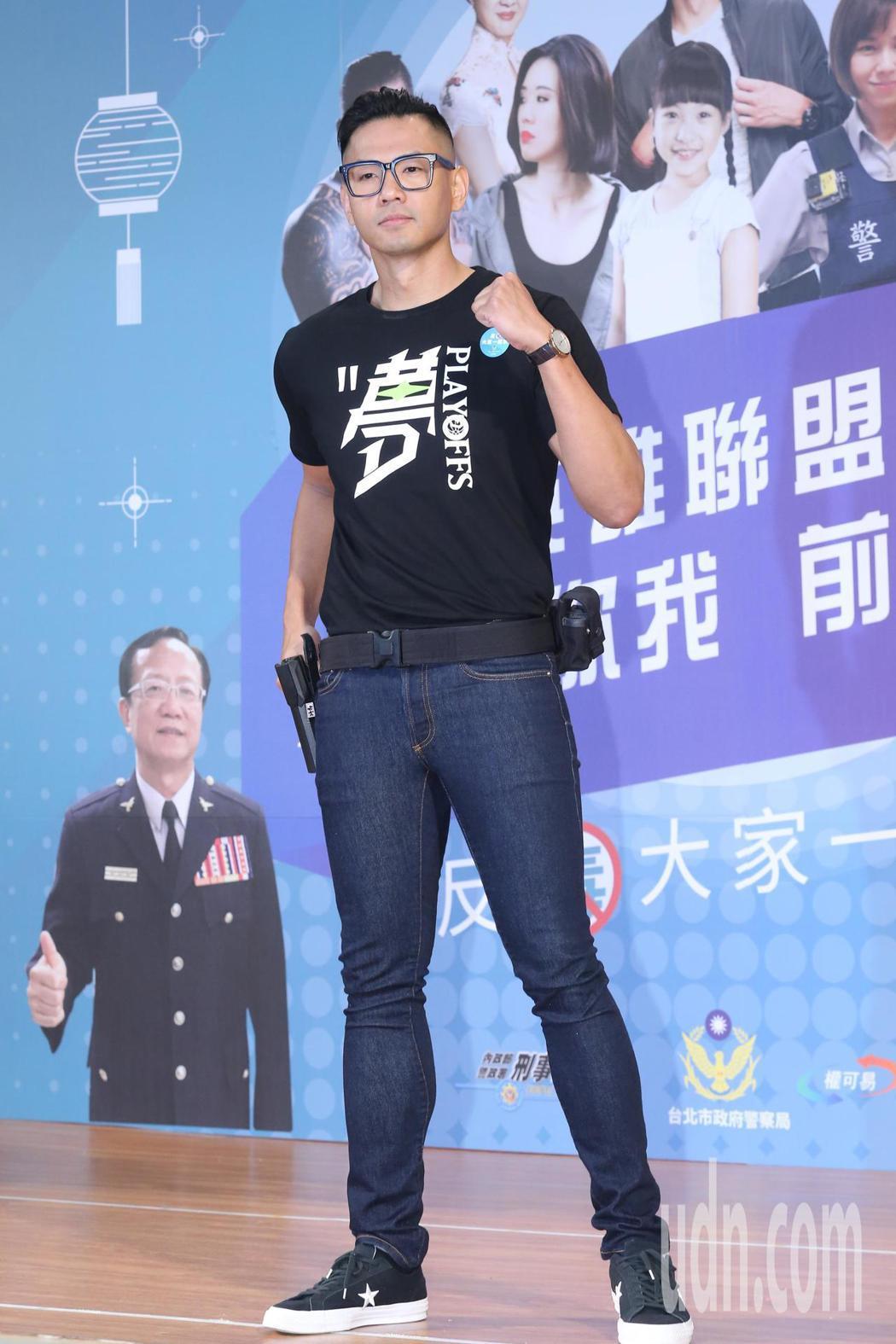 藝人陳建州上午來到北市幸安國小,出席反毒公益微電影宣導記者會。記者許正宏/攝影