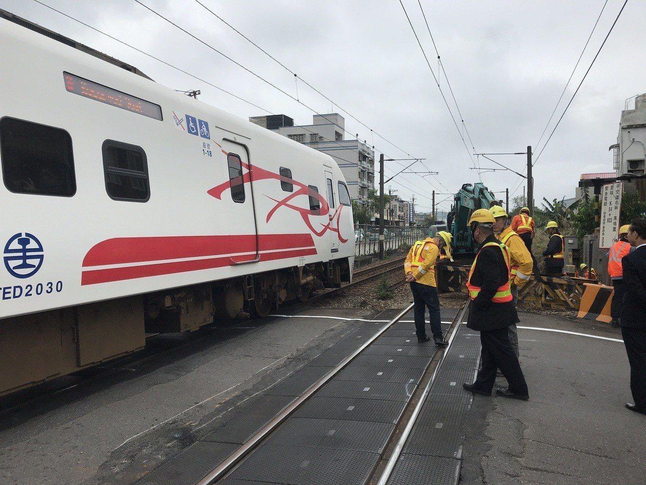 事故排除後,列車將陸續恢復通行。記者林昭彰/翻攝