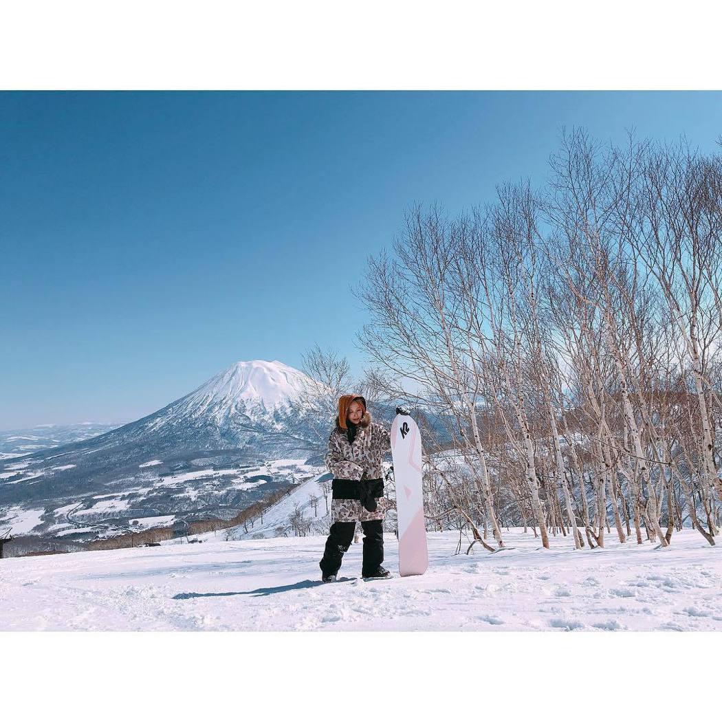 愛紗離婚後在友人陪伴下,回日本滑雪散心。圖/摘自IG