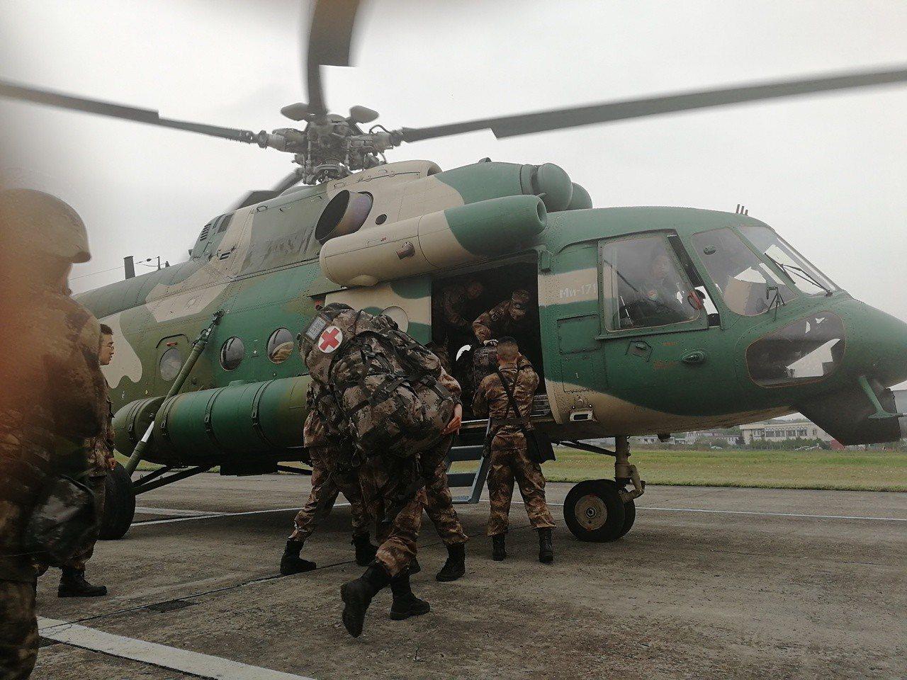 大陸西部戰區總醫院已緊急派員赴涼山救援失聯的滅火行動消防員。(中新社)