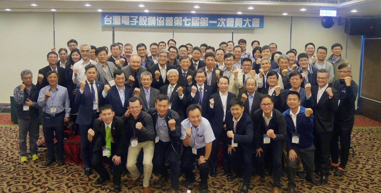 台灣電子設備協會會員合照。圖/TEEIA提供