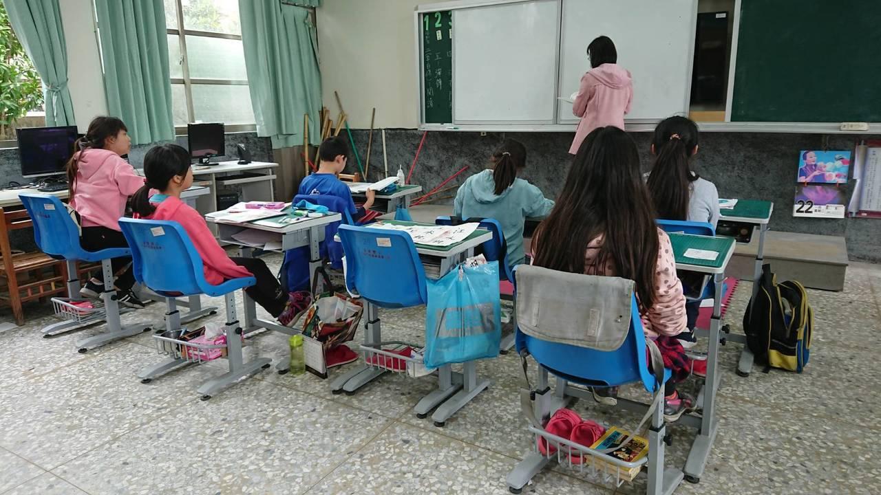 重寮國小師生都在為小怡集氣,希望她盡快復原,許多活動都等她一起完成。記者卜敏正/...