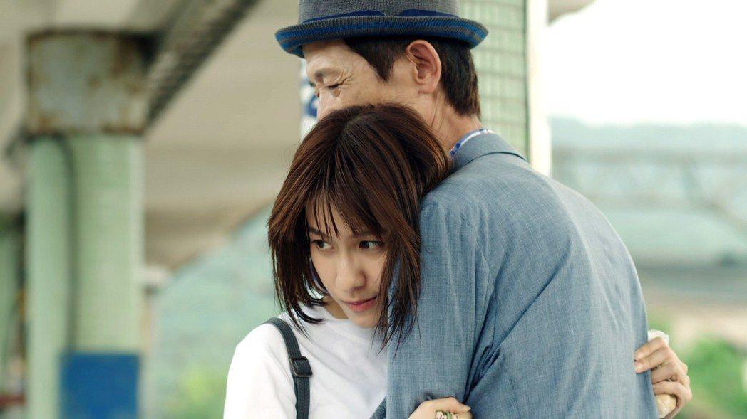 連俞涵(左)與陳博正上演感人親情。圖/三立提供