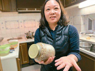 涂月華的環保玻璃罐。 記者黃昭勇/攝影