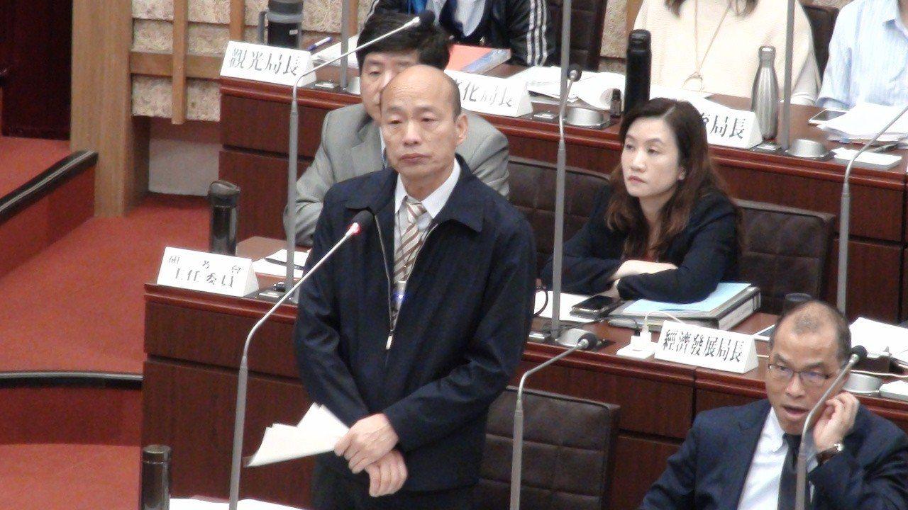 高市長韓國瑜上午到議會備詢,民進黨5名議員聯合質詢,質疑韓國瑜訪港澳、中國大陸的...