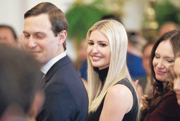 根據密報,至少25名川普政府官員不符安全許可資格,但仍獲覈准,可能包括川普女兒伊萬卡(中)和女婿庫許納(左)。 歐新社