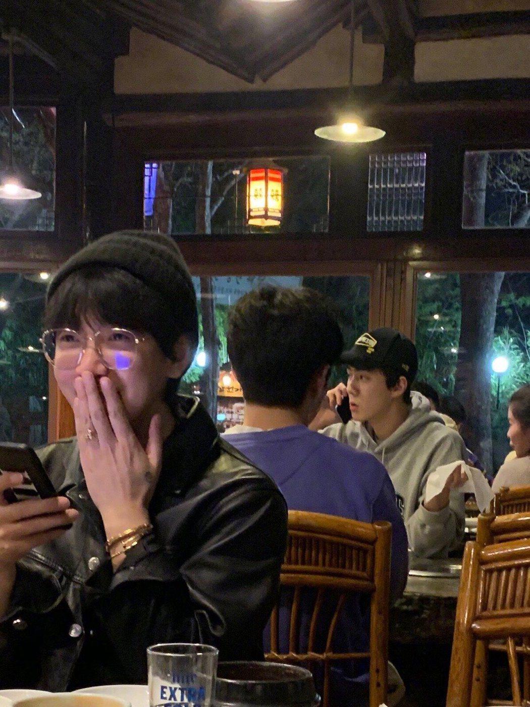 韓火火在首爾巧遇EXO成員吳世勳。 圖/擷自韓火火微博