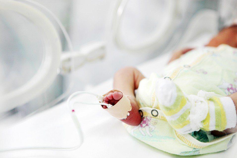 薩爾瓦多雖然早產但是身體健康被稱為是「奇蹟般的嬰兒」。示意圖,圖片來源/ingi...