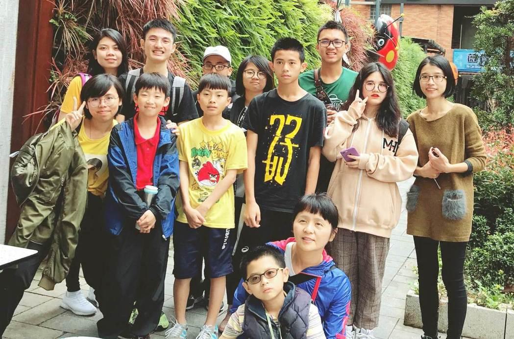 我們拜訪了南洋台灣姐妹會,玩了「水上市場」桌遊,了解移民姊妹在台可能遇到的問題,...