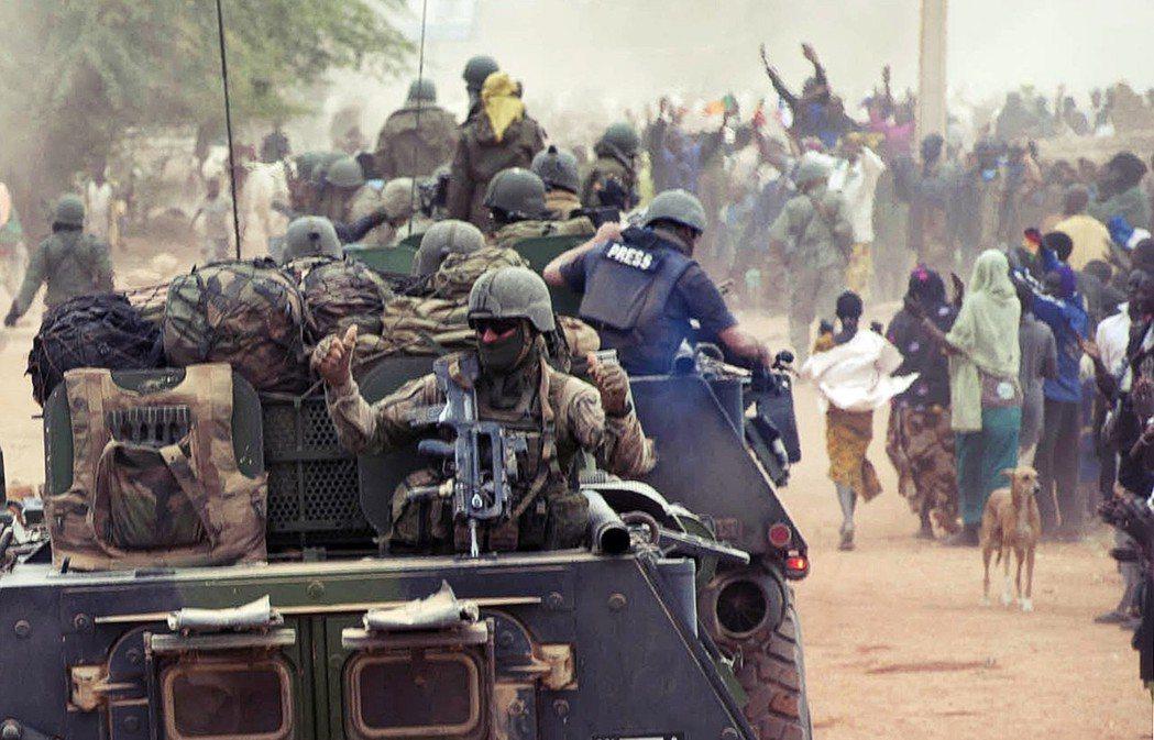 阿拉伯之春的迴聲席捲北非的沙漠後,遭到聖戰士占領的廷巴克圖再次聲名大噪。圖為20...