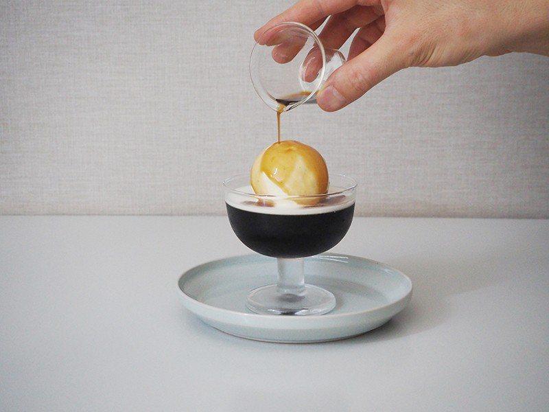 水出しコーヒーゼリー(冰滴咖啡凍)¥700/店家自豪的咖啡凍佐球狀冰淇淋, 吸睛...