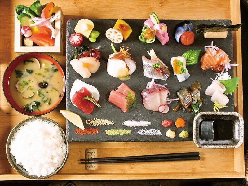 SASIMl 定食(生魚片定食)¥1480/一天限量10組的招牌套餐,可一次品嚐...