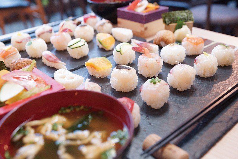 TEMARI 寿司(手毬壽司)¥980/暱稱球球壽司的人氣打卡料理,視覺與味覺兼...