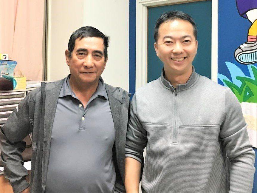骨科醫師楊家銓(右)為身旁這名泰雅族男患者施以「低溫射頻神經燒灼術」,讓他的雙膝...