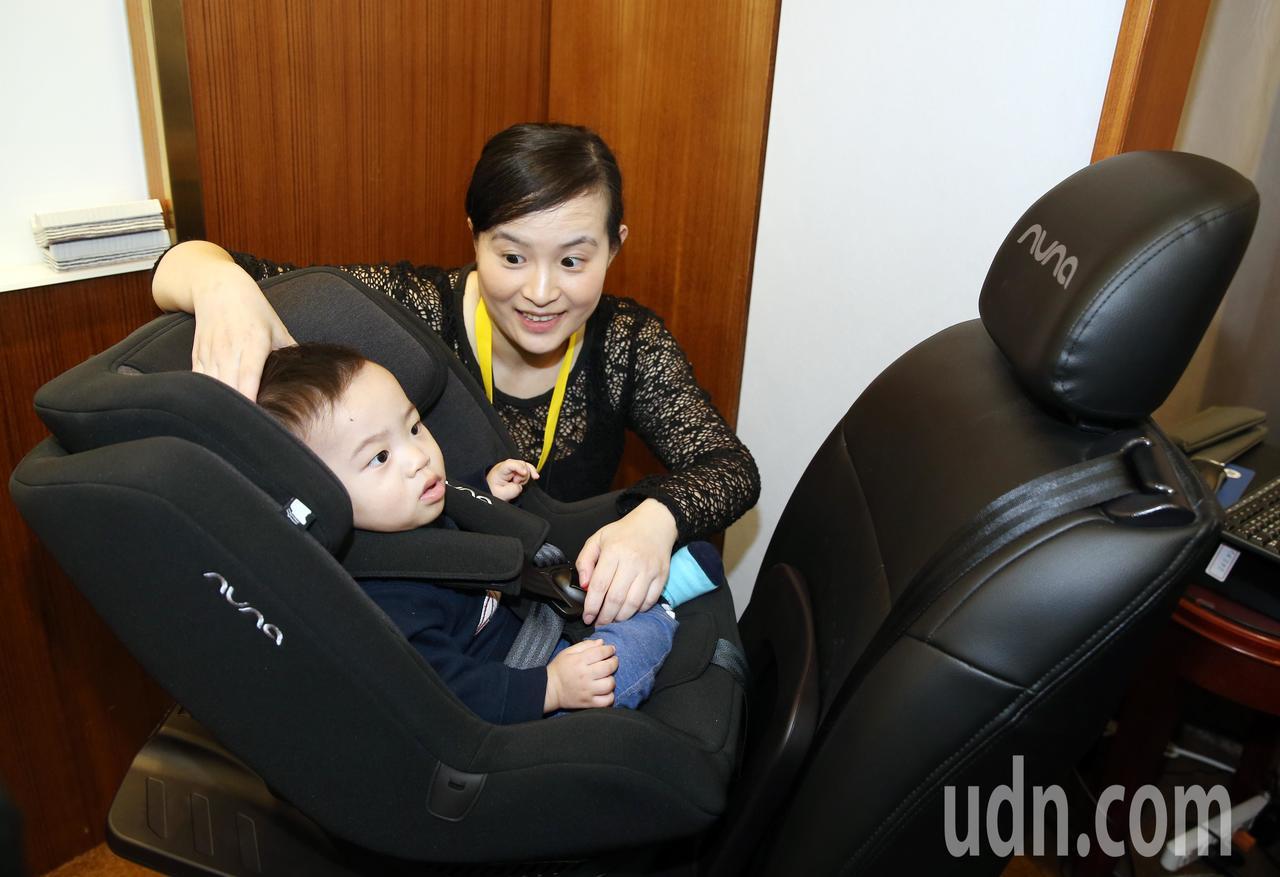 立委蔣萬安與靖娟兒童安全文教基金會上午舉辦「延長後向式乘坐 安全更上一層樓 兒童...
