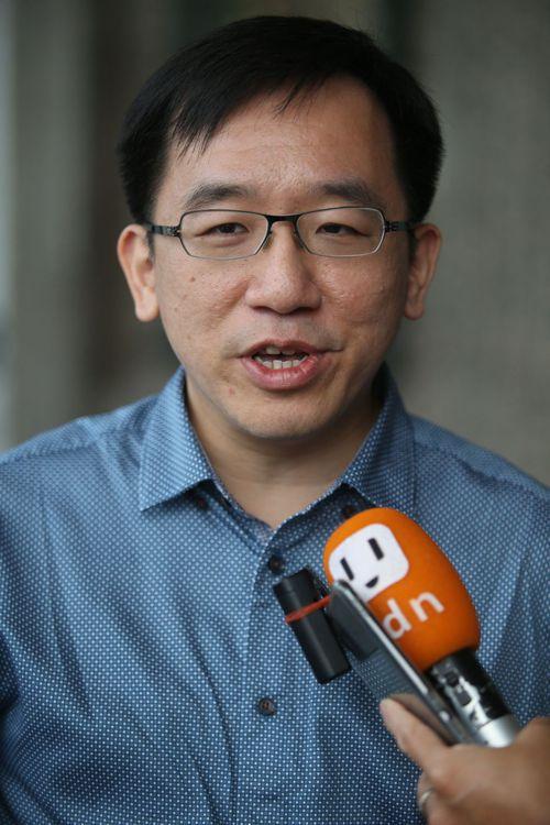高雄市議員陳致中批謝龍介的做法是「鬼打牆」。記者劉學聖/攝影